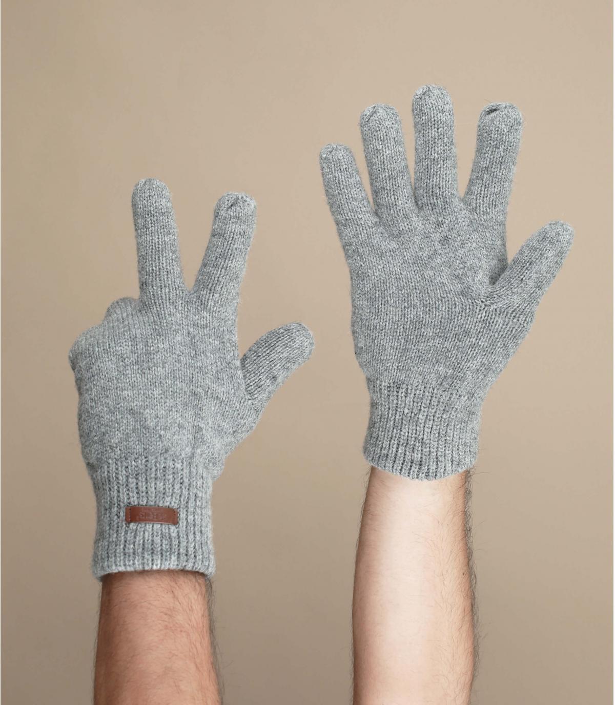 Grey haakon gloves