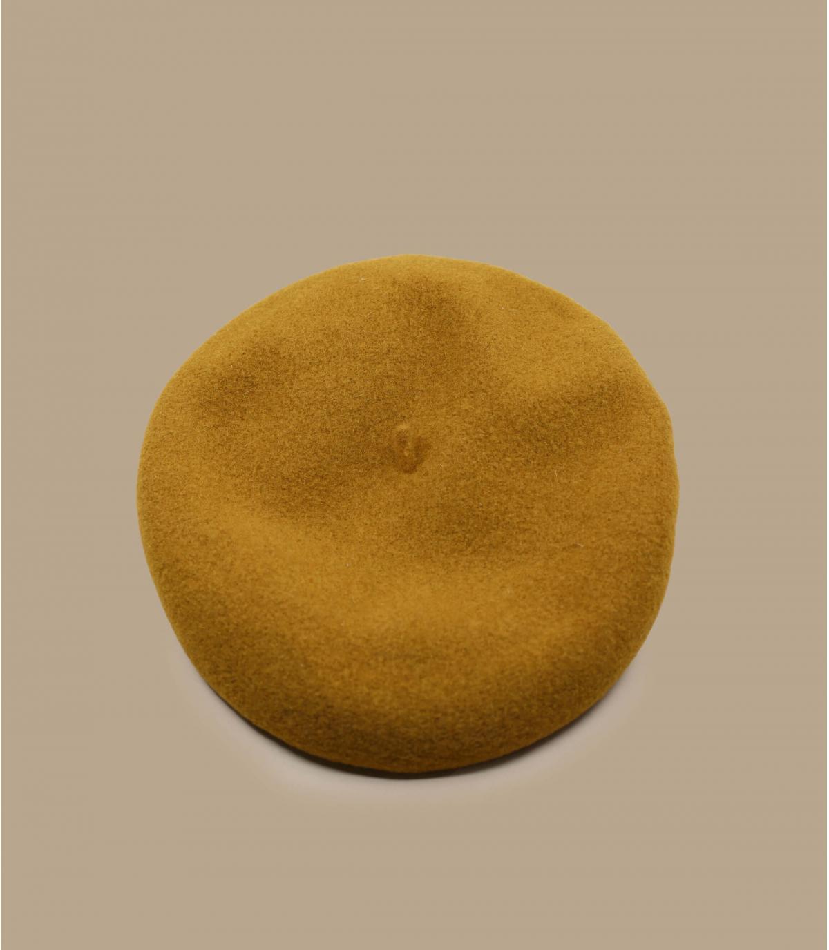 beige flat cap bent