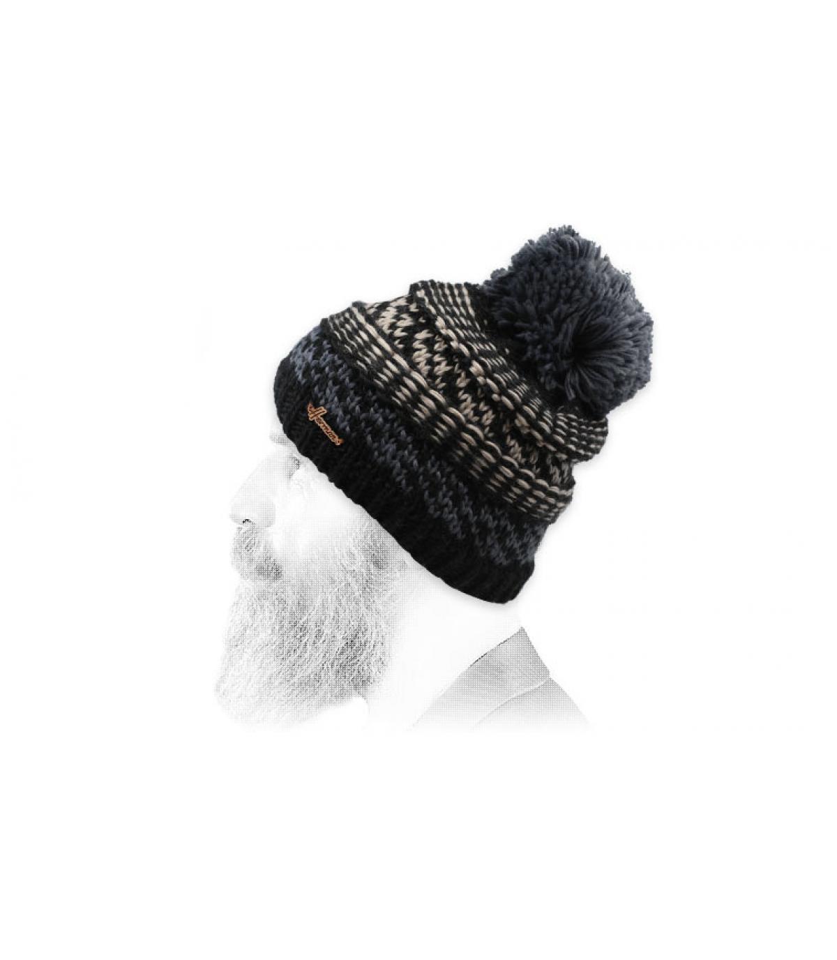 black pompom beanie pattern
