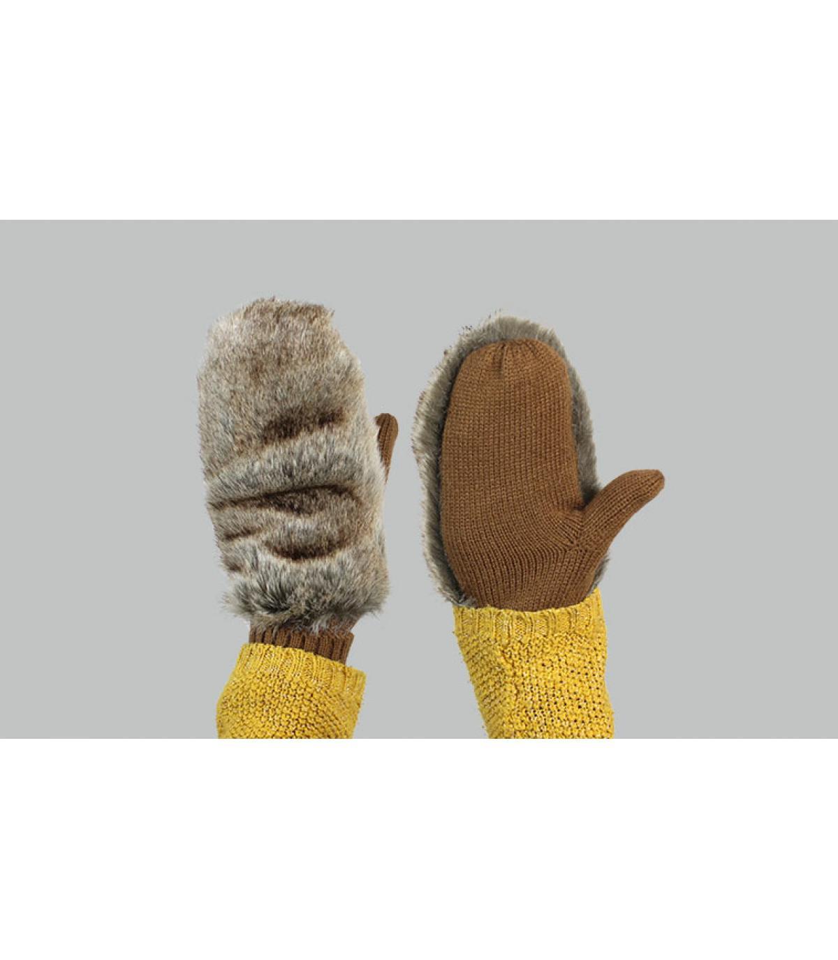 rabbit mittens Barts