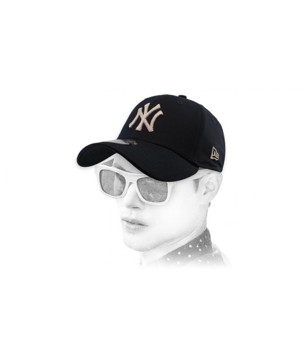 black NY cap stretch