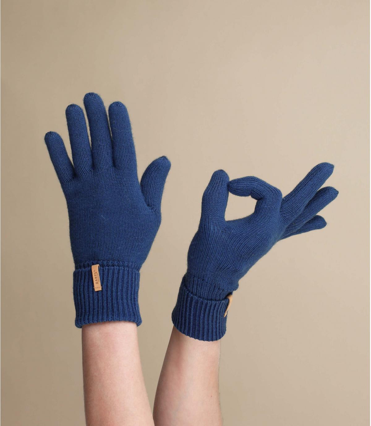 navy-blue gloves