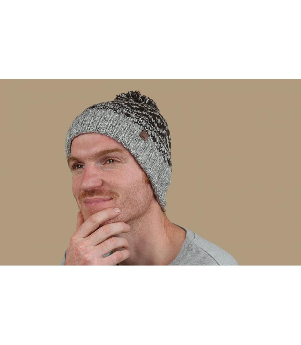 grey pompom beanie pattern