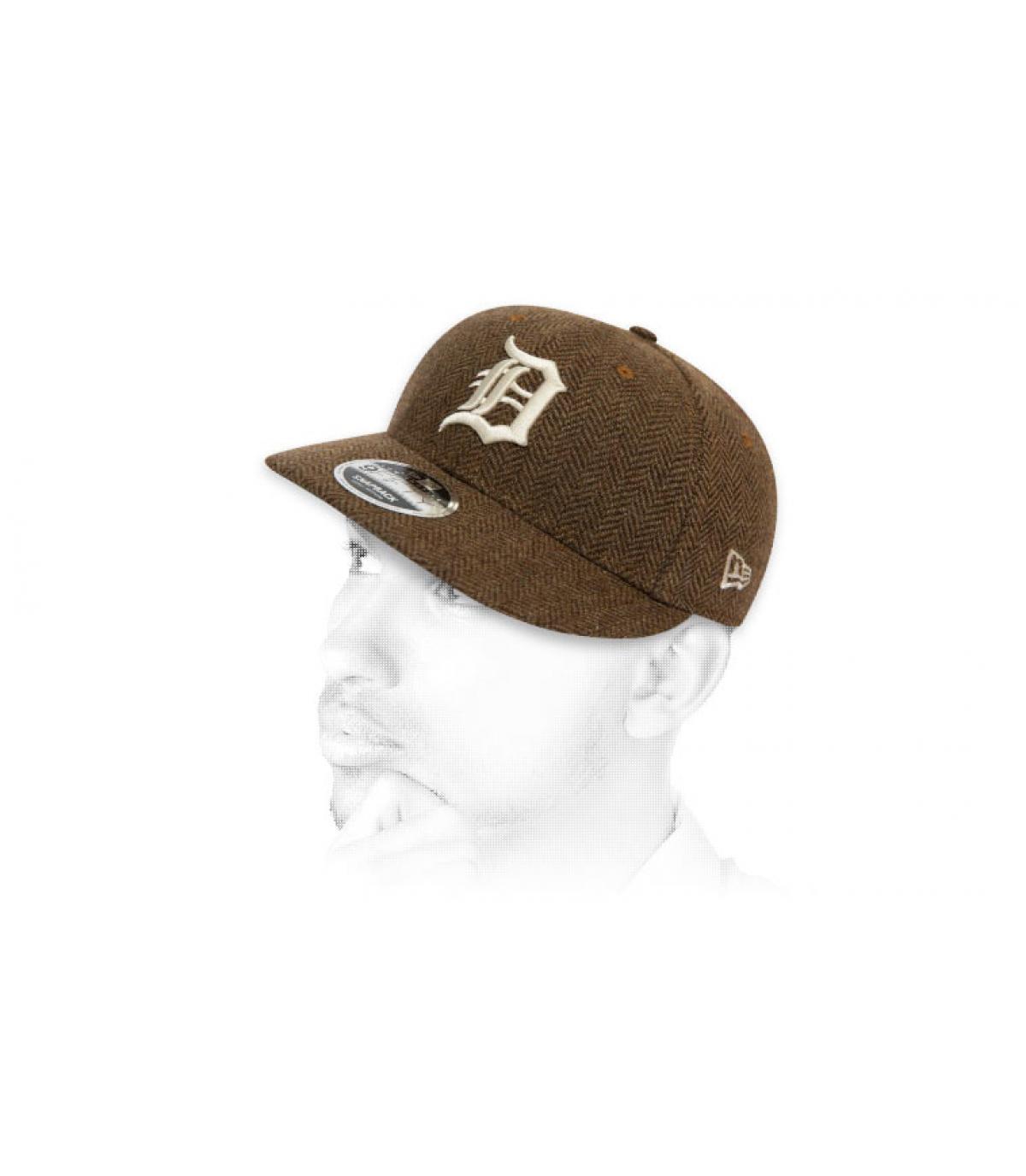 D tweed snapback brown.