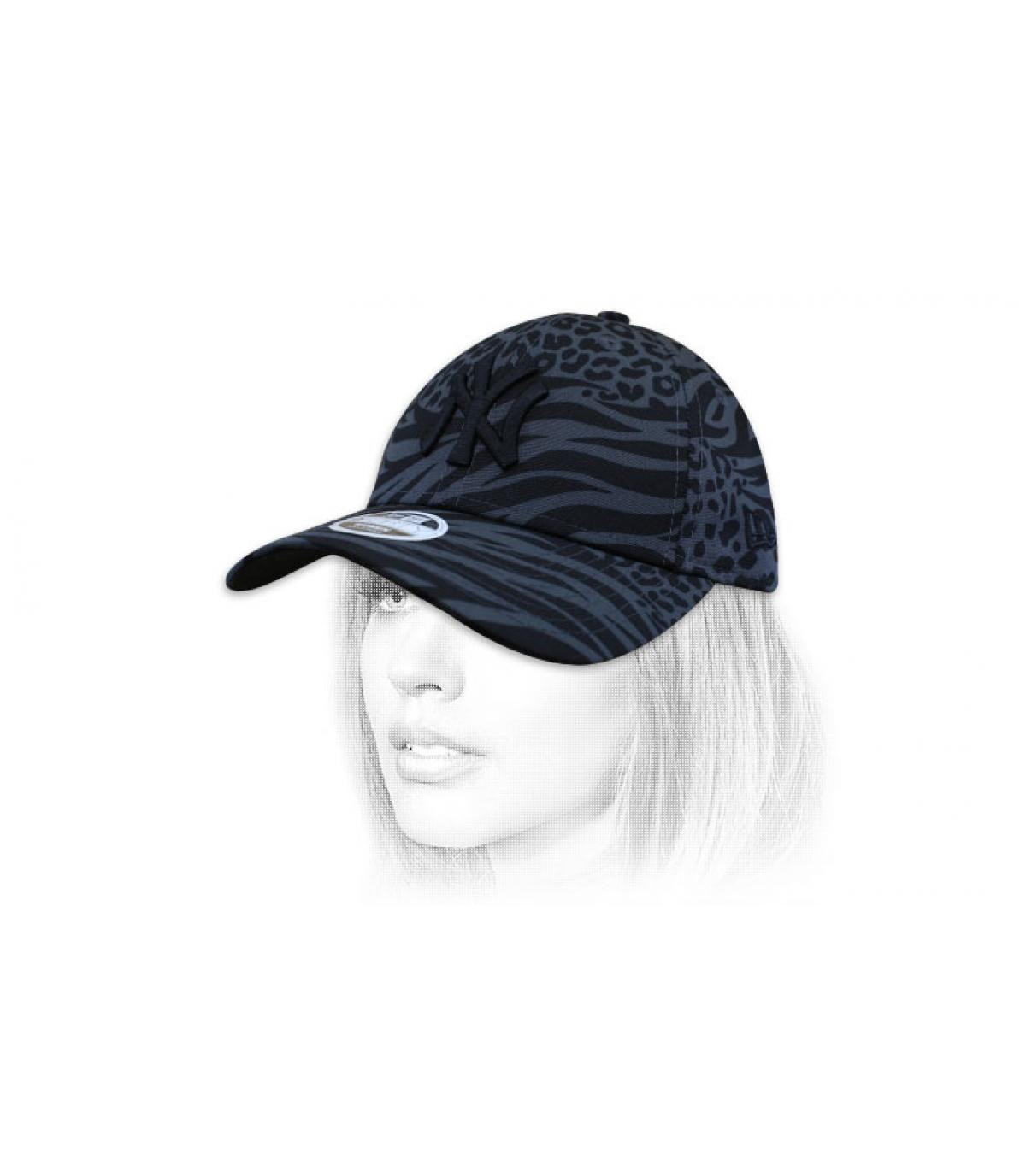 women NY cap print