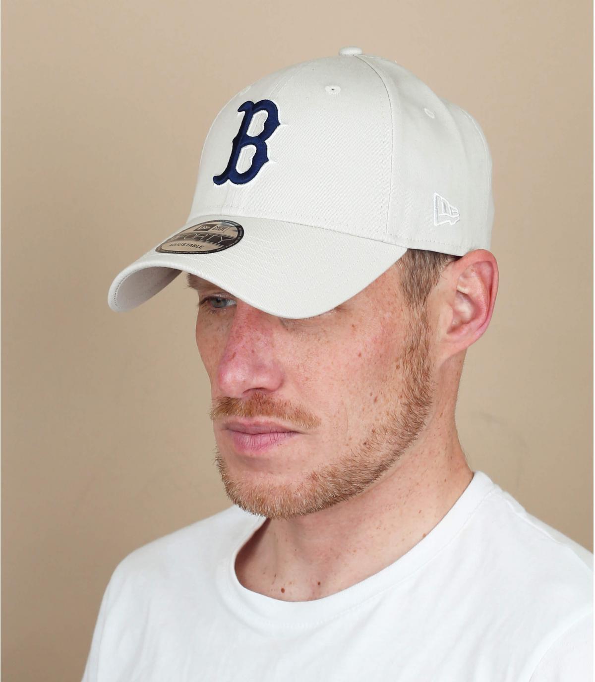 grey B cap