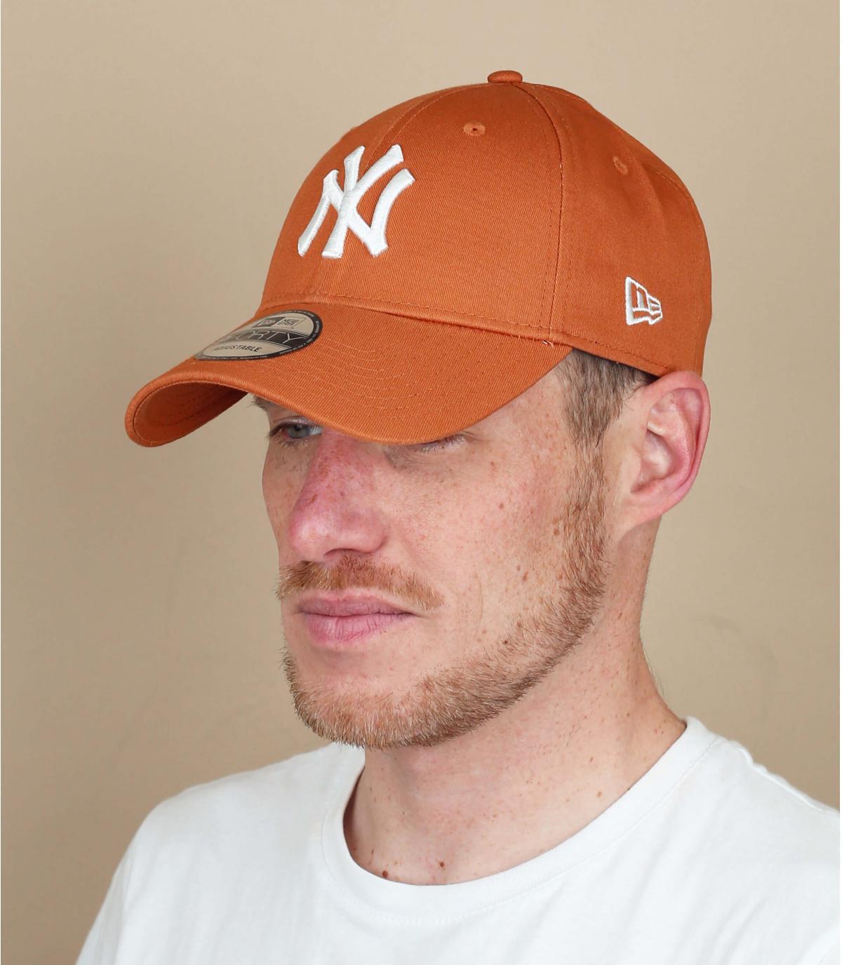 NY beige white cap