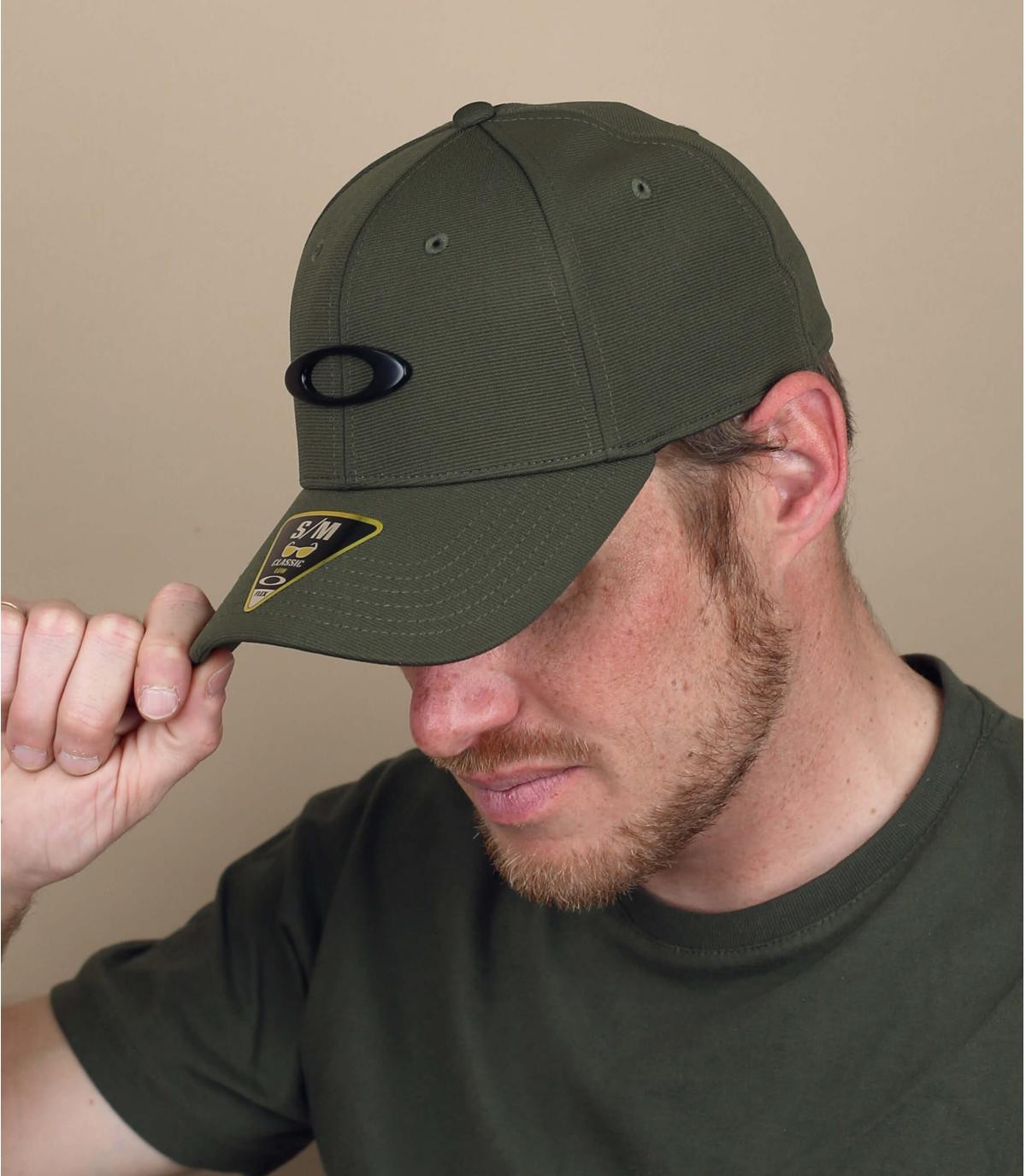 Green Oakley cap