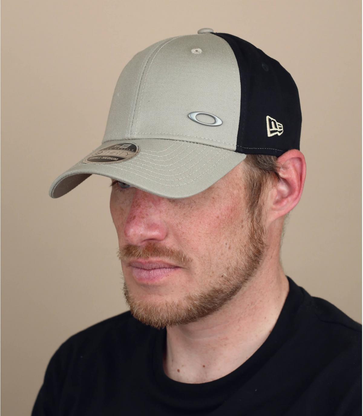 Beige Oakley curved cap
