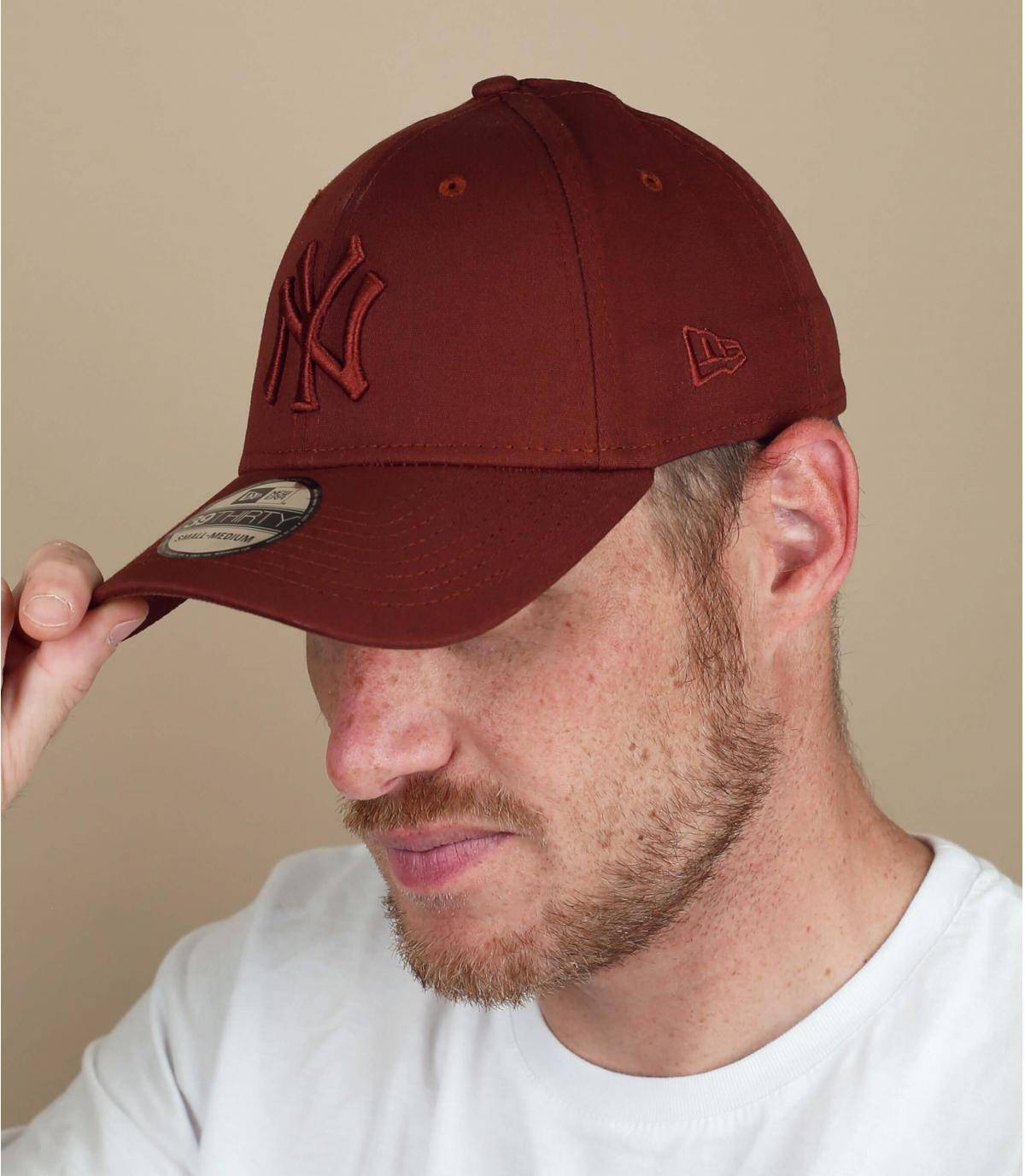 NY cap brown