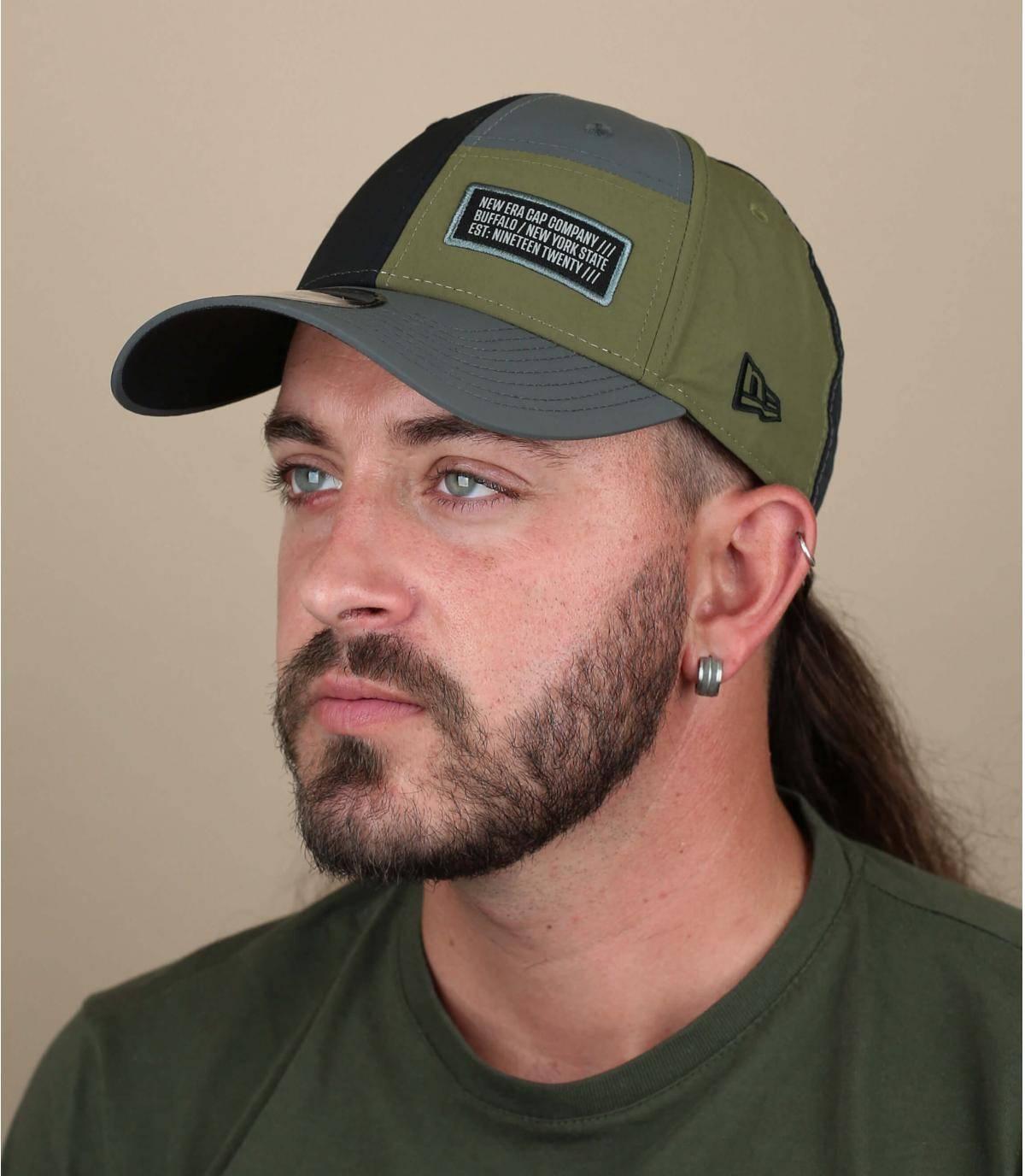 New Eratwo-coloured cap