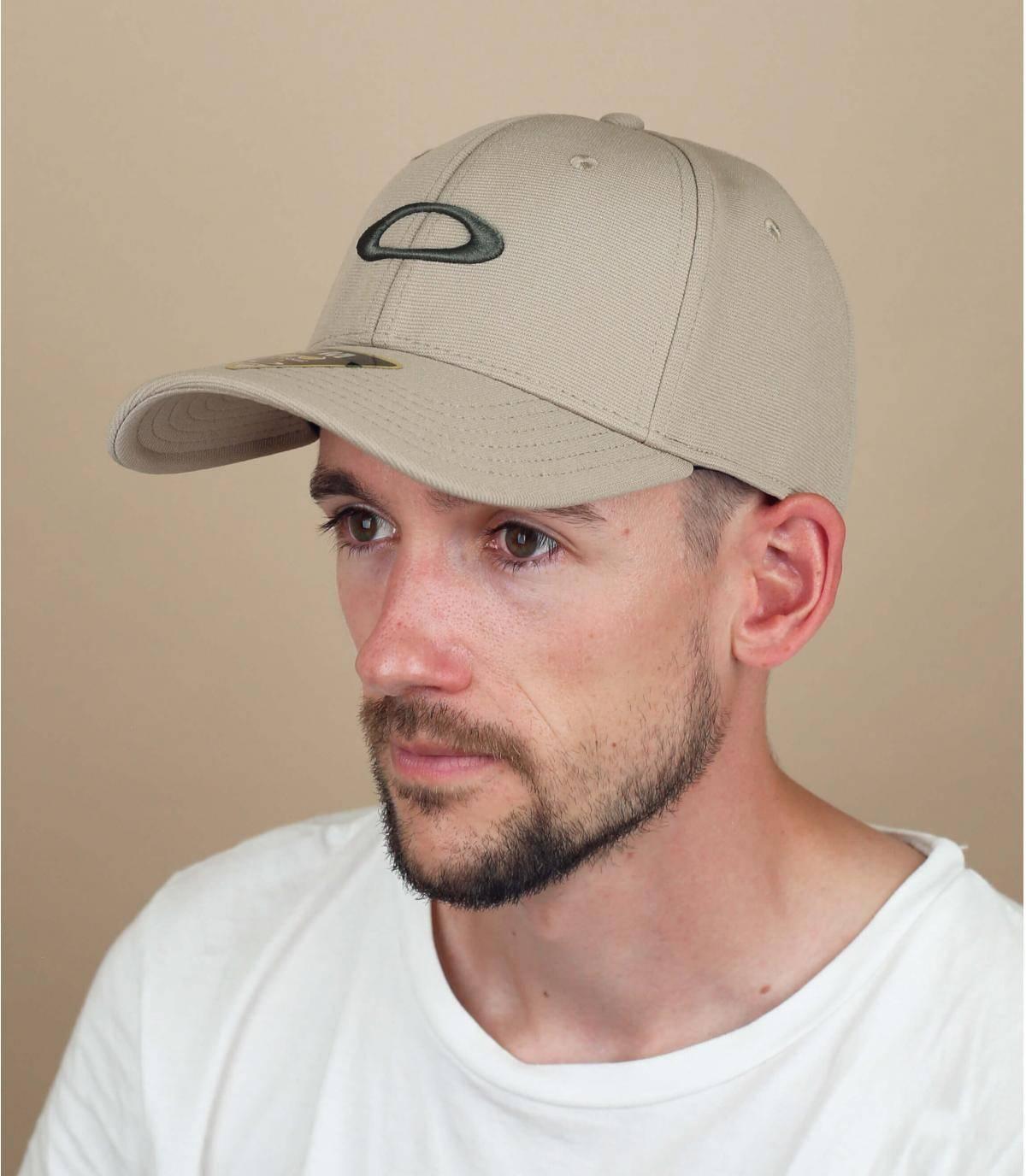 Beige Oakley cap