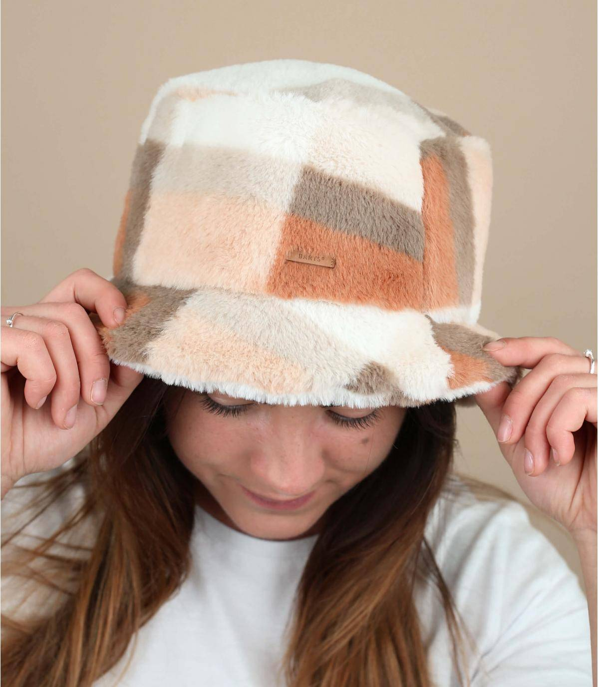 Beige winter bucket hat