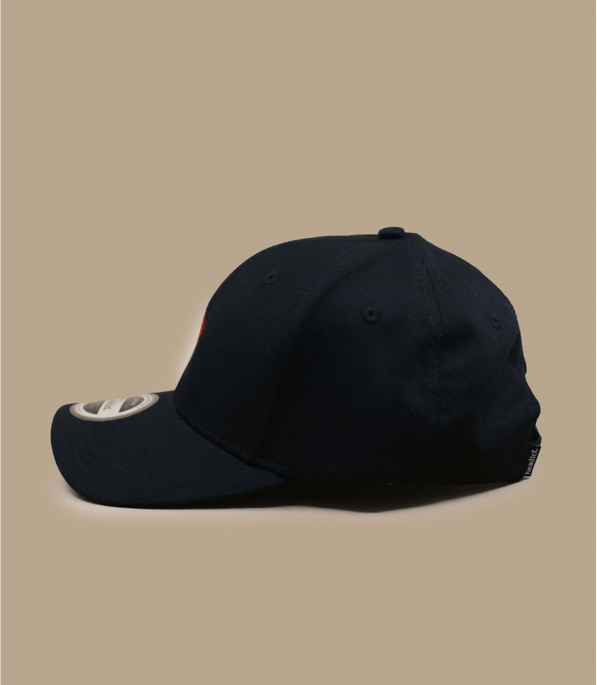 CASQUETTE NOIRE 1 embroidered with red roses