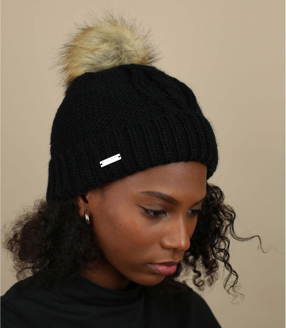 black cuffed beanie pompom