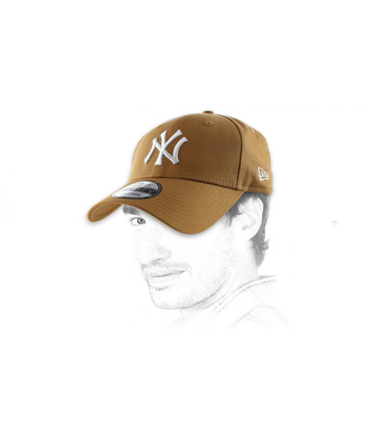 Beige cap NY embroidery