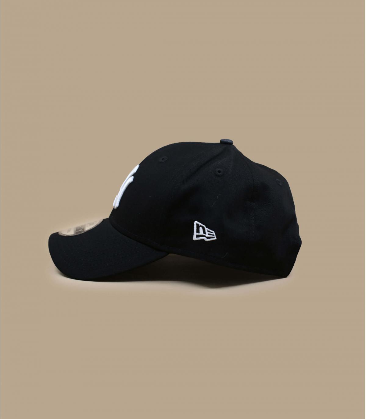 Adjustable navy cap