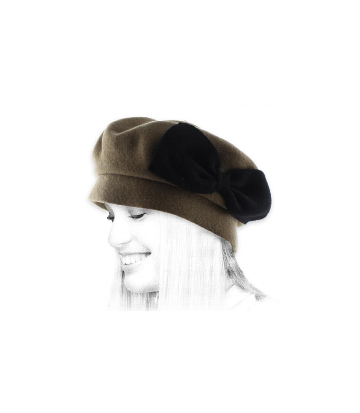 beige beret black bow.