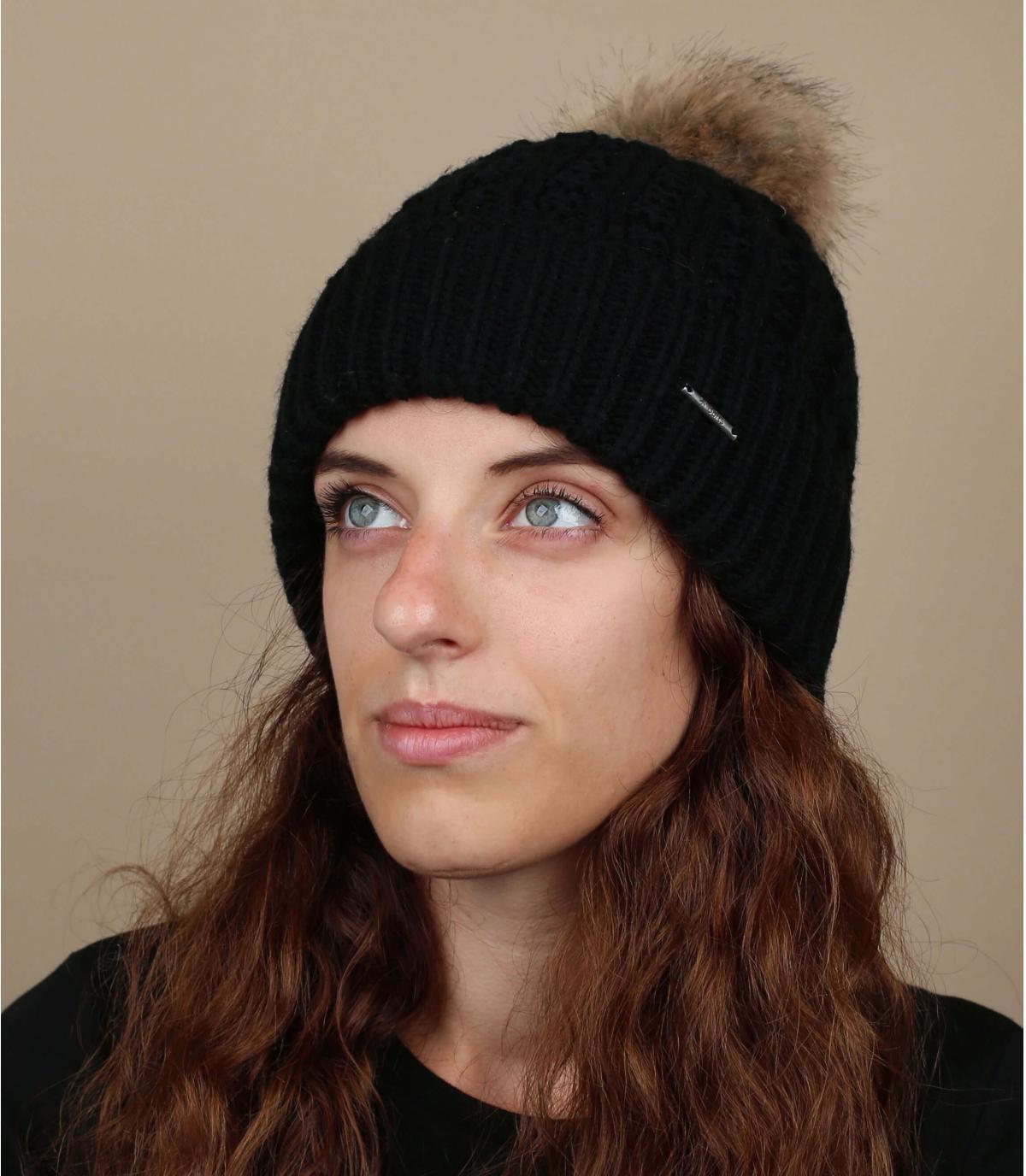 Black beanie large pompom